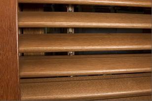 Persianas en madera for Precio ventana pvc con persiana